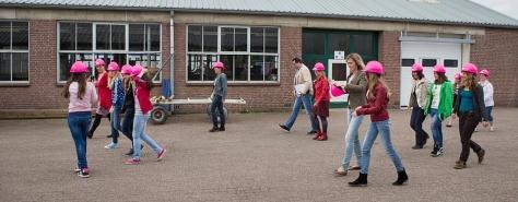 In het veld Opbouwend_Girlsday_6975 - Foto Vincent van den Hoogen
